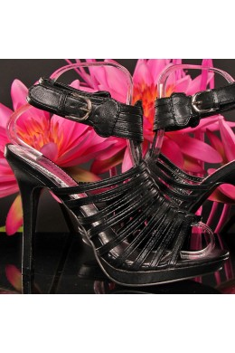Blacks laced sandals in leather.