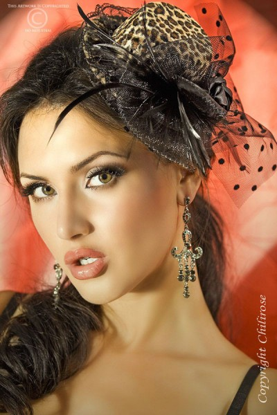 CHILIROSE: Chilirose: leopard hat with rose, veil and feathers.