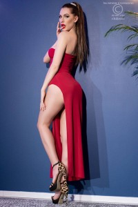 Long one-shoulder dress with slit and thong. Red