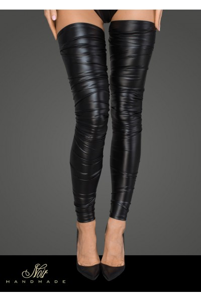 Lacquered eco leather and powerwetlook stockings.